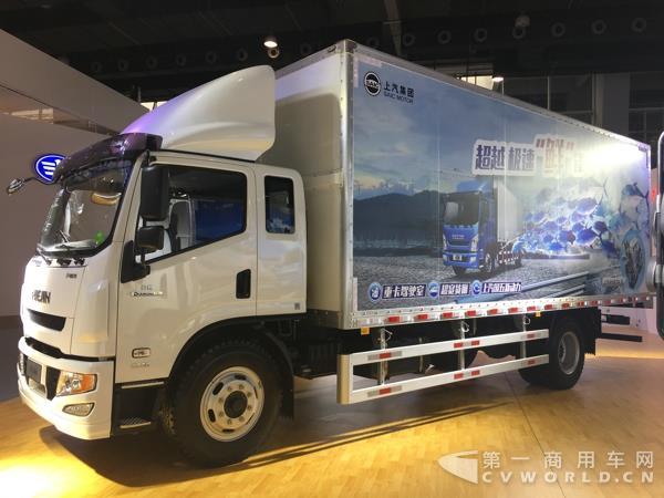 上汽跃进C300-33电动尾板车-四辆整车 两台发动机 上汽跃进登陆广州高清图片